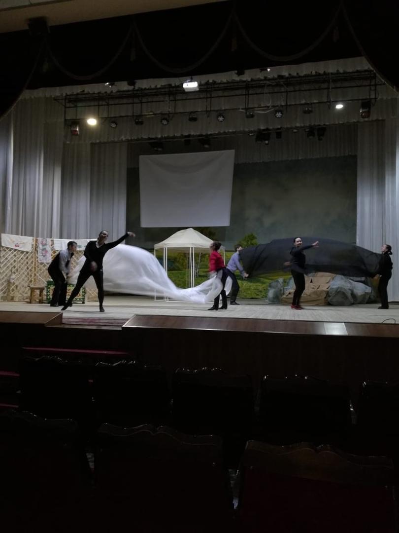 Полным ходом идут репетиции театрально-музыкальной программы «Только на своей земле поэт может стать поэтом».