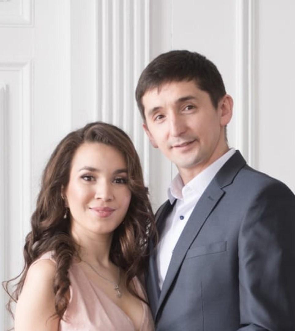 Наших дорогих коллег Юнира Мутигулловича Шарифуллина и Зульфию Ахатовну Аскарову поздравляем с Днем бракосочетания!