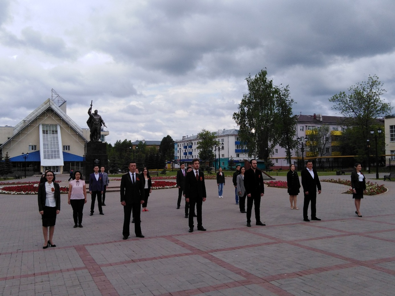 Артисты Нефтекамской государственной филармонии приняли участие в флешмобе, посвященном 75-летию Победы в ВОв.