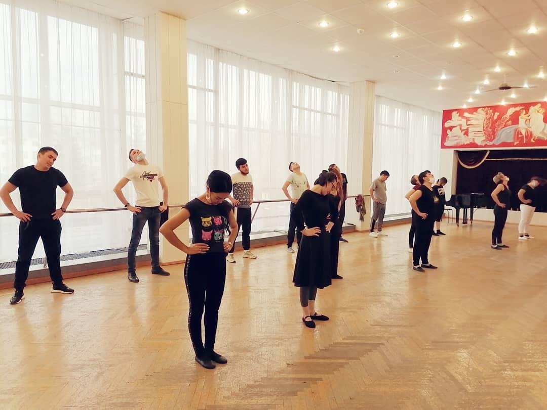 С 20 октября для артистов Нефтекамской госфилармонии начались занятия по ритмике