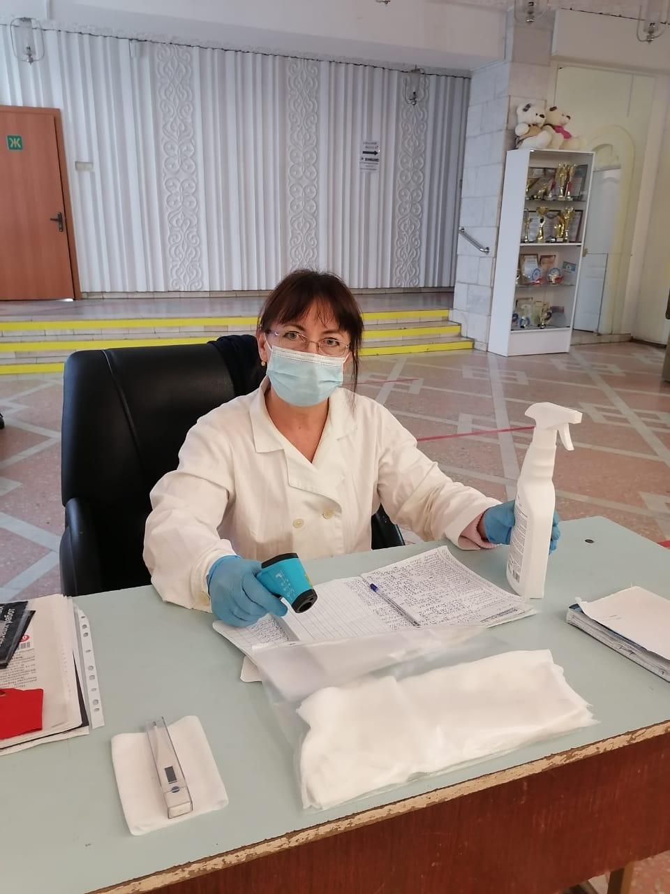 Медицинские инспекторы ведут контроль за соблюдением сотрудниками эпидкультуры в период пандемии по коронавирусу.