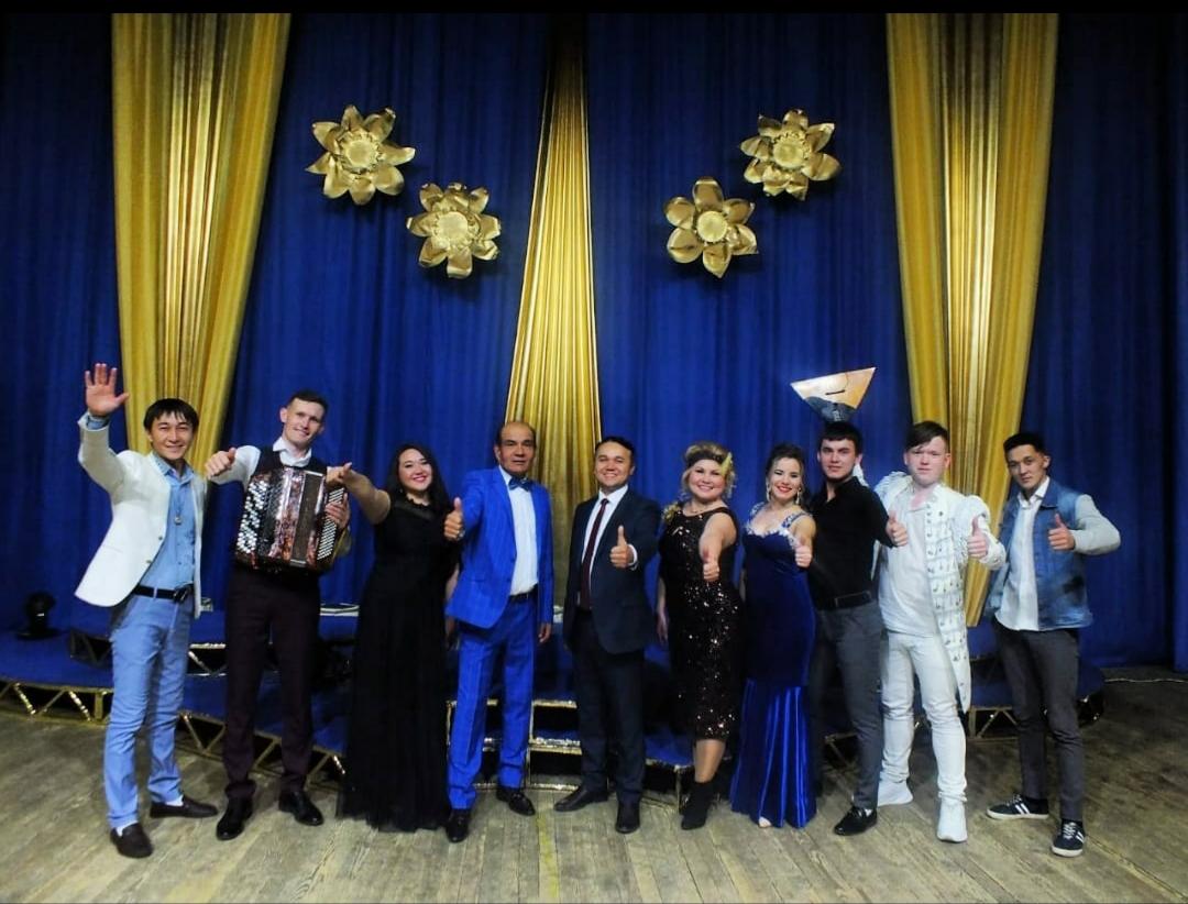 """""""Мелодия золотой осени"""" — так назывался осенний, замечательный, праздничный концерт татарской эстрадной группы «Кайтаваз»."""