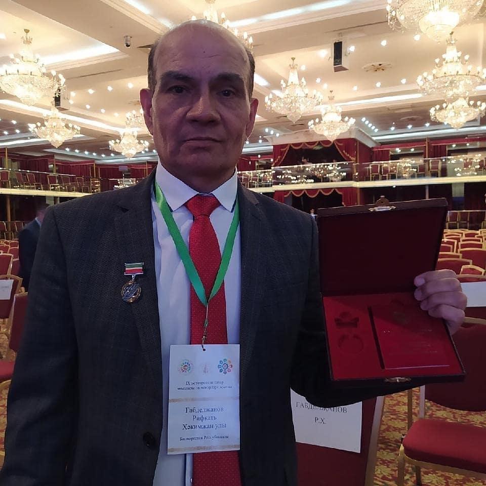 Поздравляем Габдулянова Р.Х. с присвоением  почетного звания «Заслуженный артист Республики Татарстан».