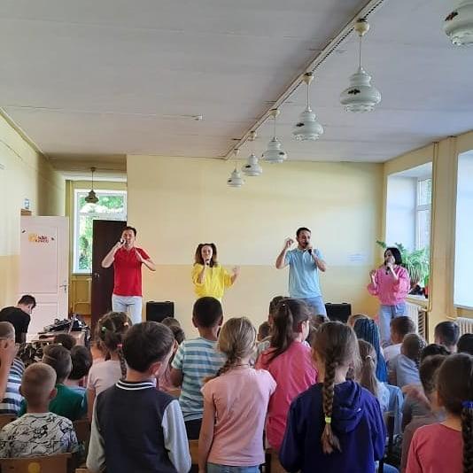 Сегодня в с.Амзя ГО г.Нефтекамск РБ для детей летних пришкольных лагерей состоялся показ музыкально-развлекательной программы под названием «Веселое безопасное лето».
