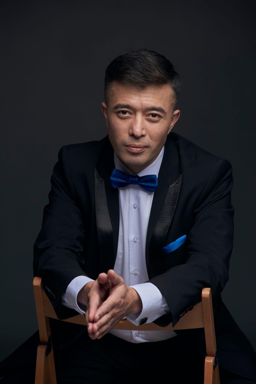 Сегодня свой день рождения отмечает режиссер-постановщик Нефтекамской государственной филармонии Илгиз Миниахметов